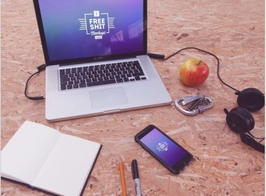 10 Free Hi-Res iPhone & MacBook mockups vol.2
