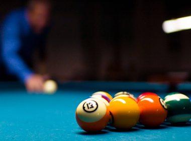 4k-billiards-game-playing-wallpaper-3840x2160