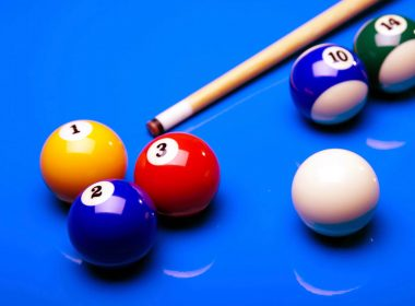2560x1600-billiards-ball-and-stick-with-blue-background