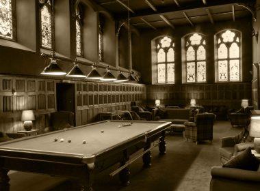 2560x1600-black-and-white-billiards-tabel-wallpaper