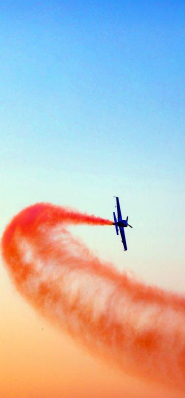 flying-smoke-aeroplane-and-clouds-1080x2316