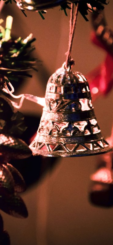 christmas-bell-decoration-wallpaper-1080x2340