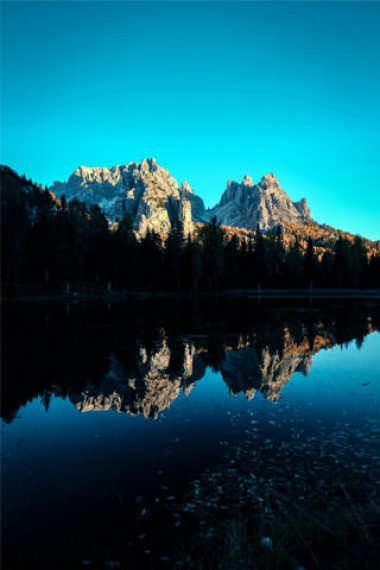 Adorable-Mountain-And-Lake-Wallpaper